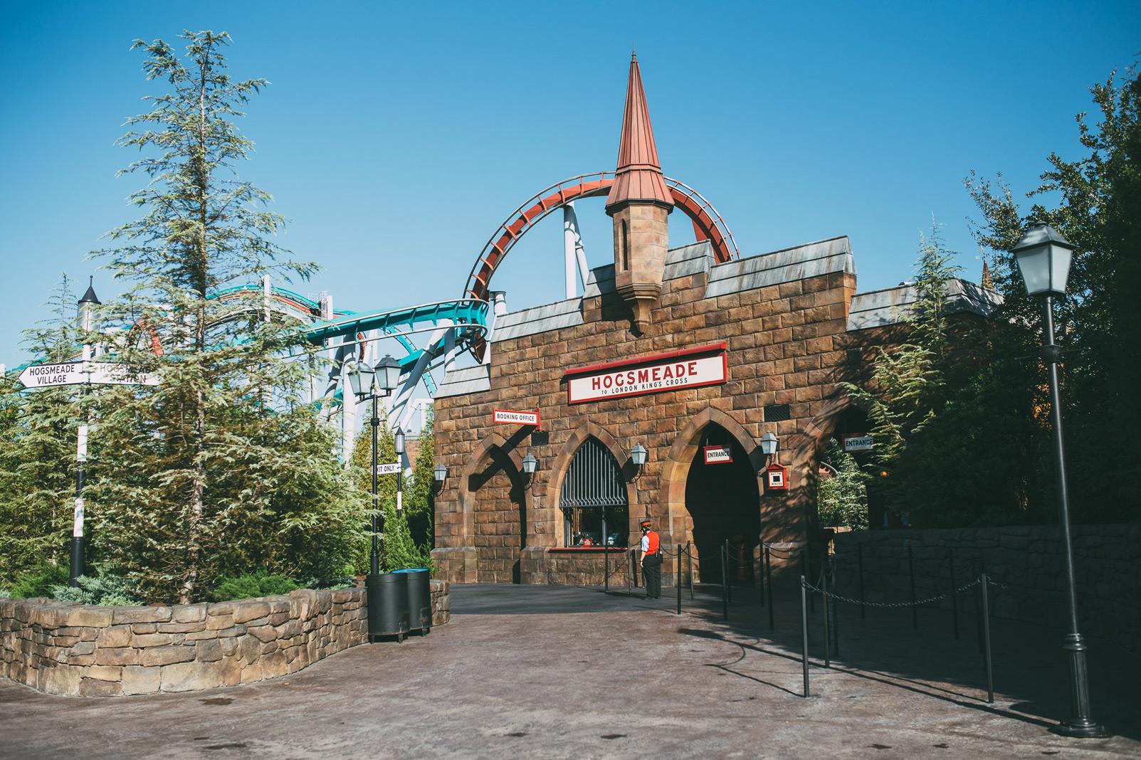 entrance to hogsmeade